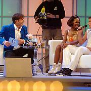 NLD/Hilversum/20070302 - 8e Live uitzending SBS Sterrendansen op het IJs 2007, Jasmine Sendar en schaatspartner Michal Zych op de bank bij Gerard Joling