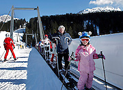 Italy, Madonna di Campiglio, skiiers tapis roulant