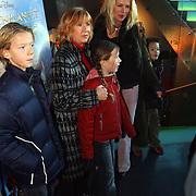 Premiere Piratenplaneet, Willeke Alberti, dochter Danielle van 't Schip - Oonk en kleinkinderen Davey, Estelle en John Jr.