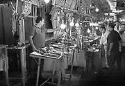 Griekenland, Athene, 25-8-1973  De overdekte markt in het centrum van de stda, stadscentrum . Het deel waar de slagers hun vlees verkopen .Foto: ANP/ Hollandse Hoogte/ Flip Franssen