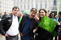 27.04.2019, Mariahilferstrasse, Wien, AUT, Die Grünen, Wahlkampfauftakt zur EU-Wahl. im Bild EU-Spitzenkandidat Werner Kogler (Grüne), Robert Habeck (Bündnis 90/Die Grünen) und EU-Kandidatin Sarah Wiener // Topcandidate of the Austrian Greens for EU elections Werner Kogler, Robert Habeck (German Greens) and candidate of the Austrian Greens for EU elections Sarah Wiener during campaign opening of the Austrian Greens due to European Elections in Vienna, Austria on 2019/04/27. EXPA Pictures © 2019, PhotoCredit: EXPA/ Michael Gruber