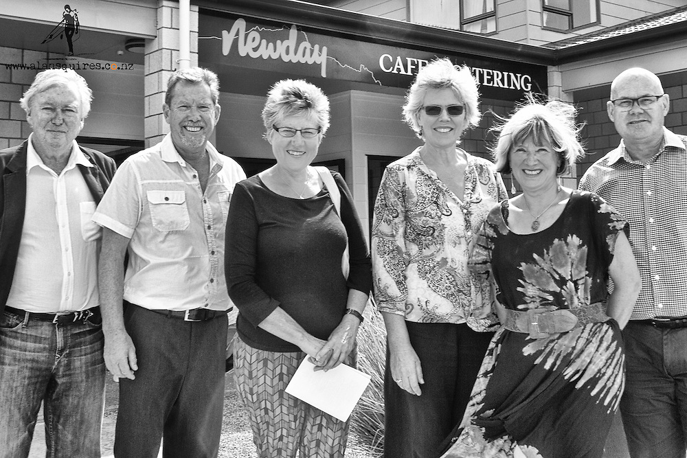whangarei heads arts trail famil with mayor and counsellors