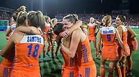 AMSTELVEEN - Vreugde bij Oranje , met in het midden Lidewij Welten,  na de damesfinale Nederland-Belgie bij de Rabo EuroHockey Championships 2017. COPYRIGHT KOEN SUYK