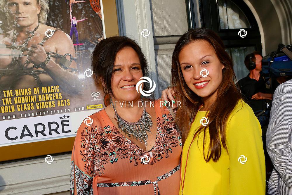 AMSTERDAM - Premiere Hans Klok The New Houdini in theater Carré. Met op de foto  Xandra Brood met dochter Holly. FOTO LEVIN DEN BOER - PERSFOTO.NU