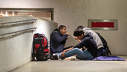14.09.2015, Hauptbahnhof Salzburg, AUT, Fluechtlinge am Hauptbahnhof Salzburg auf ihrer Reise nach Deutschland, im Bild Flüchtlinge beim Essen in der Tiefgarage // Migrants eating in the improvised shelter in the underground parking. Thousands of refugees fleeing violence and persecution in their own countries continue to make their way toward the EU, Main Train Station, Salzburg, Austria on 2015/09/14. EXPA Pictures © 2015, PhotoCredit: EXPA/ JFK