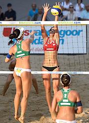 16-07-2014 NED: FIVB Grand Slam Beach Volleybal, Apeldoorn<br /> Poule fase groep G vrouwen - Agatha Bednarczuk (1), Barbara Seixas De Freitas (2) BRA, Ekaterina Syrtseva (2) RUS