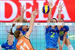 26-09-2015 NED: Volleyball European Championship Nederland - Slovenie, Apeldoorn<br /> Anne Buijs #11 slaat de bal langs het block Monika Potokar #16, Sara Hutinski #2<br /> Photo by Ronald Hoogendoorn / Sportida