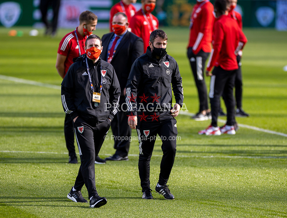 DUBLIN, REPUBLIC OF IRELAND - Sunday, October 11, 2020: Wales' head of performance Tony Strudwick (L) and Ronan Kavanagh during the UEFA Nations League Group Stage League B Group 4 match between Republic of Ireland and Wales at the Aviva Stadium. The game ended in a 0-0 draw. (Pic by David Rawcliffe/Propaganda)