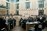 07 NOV 2003, BERLIN/GERMANY:<br /> Uebersicht Plenarsaal des Bundesrates  waehrend der Abstimmung nach der Debatte zu den Themen Dienstleistungen am Arbeitsmarkt und Sozialhilferecht, Plenum, Bundesrat<br /> IMAGE: 20031107-01-062<br /> KEYWORDS: Übersicht