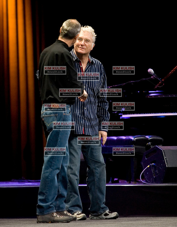 Singer Randy Newman , R, shakes hands with CEO Steve Jobs after performing two songs during  the Macworld 2008 keynote speech in  the Moscone  Convention Center,   January 15, 2008, San francisco, CA.