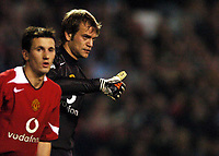 Photo: Javier Garcia/Digitalsport<br /> 03/11/2004 Manchester United v Sparta Prague, UEFA Champions League, Old Trafford<br /> A thumbs up from Roy Carroll after some stunning first half saves