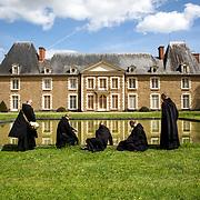 During a walk, the novices of Solesmes abbey have a rest at Juigné sur Sarthe's castle. 03-05-16<br /> Lors d'une promenade, les novices de l'abbaye de Solesmes se reposent au chateau de Juigné sur Sarthe. 03-05-16