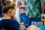 Het team is teneergeslagen omdat Rosa Bas door vallen niet heeft kunnen starten op vrijdagavond, de kans op het record is nu erg klein. De Franse Ilona Peltier heeft haar wereldrecord van 12 september weten aan te scherpen.  Het Human Power Team Delft en Amsterdam, dat bestaat uit studenten van de TU Delft en de VU Amsterdam, is in Amerika om tijdens de World Human Powered Speed Challenge in Nevada een poging te doen het wereldrecord snelfietsen voor vrouwen te verbreken met de VeloX 9, een gestroomlijnde ligfiets. Dat staat sinds 12 september 2019 op naam van de Franse Ilona Peltier die 124,07 km/u haalde. De Canadees Todd Reichert is de snelste man met 144,17 km/h sinds 2016.<br /> <br /> With the VeloX 9, a special recumbent bike, the Human Power Team Delft and Amsterdam, consisting of students of the TU Delft and the VU Amsterdam, wants to set a new woman's world record cycling in September at the World Human Powered Speed Challenge in Nevada.