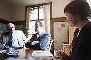 Kandidaat-voorzitter van het CDA Ruth Peetoom is op bezoek bij de CDA leden in Heerde. Peetoom trekt het land in tijdens haar campagne om onder andere te horen wat er speelt bij de leden