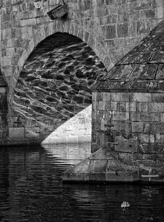 Pisek - Old stone bridge BW