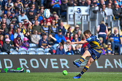 Duncan Weir of Worcester Warriors kicks at goal - Mandatory by-line: Craig Thomas/JMP - 13/04/2019 - RUGBY - Sixways Stadium - Worcester, England - Worcester Warriors v Sale Sharks - Gallagher Premiership Rugby
