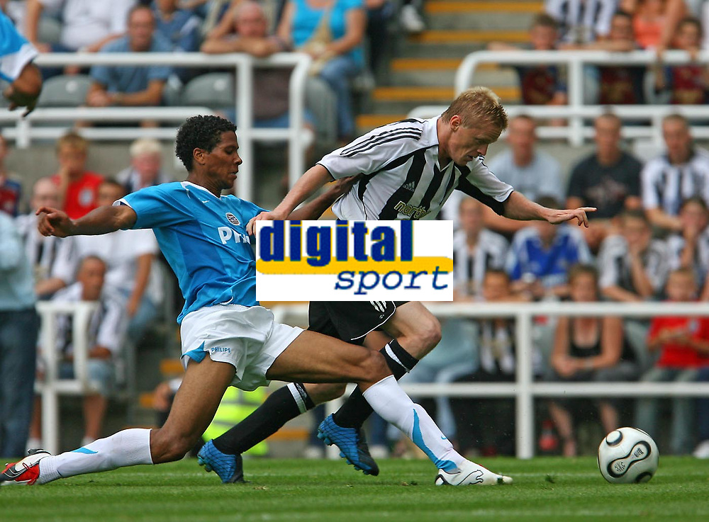 Photo: Andrew Unwin.<br />Newcastle United v PSV Eindhoven. Pre Season Friendly. 29/07/2006.<br />Newcastle's Damien Duff (R) tries to get away from PSV's Michael Lamey.