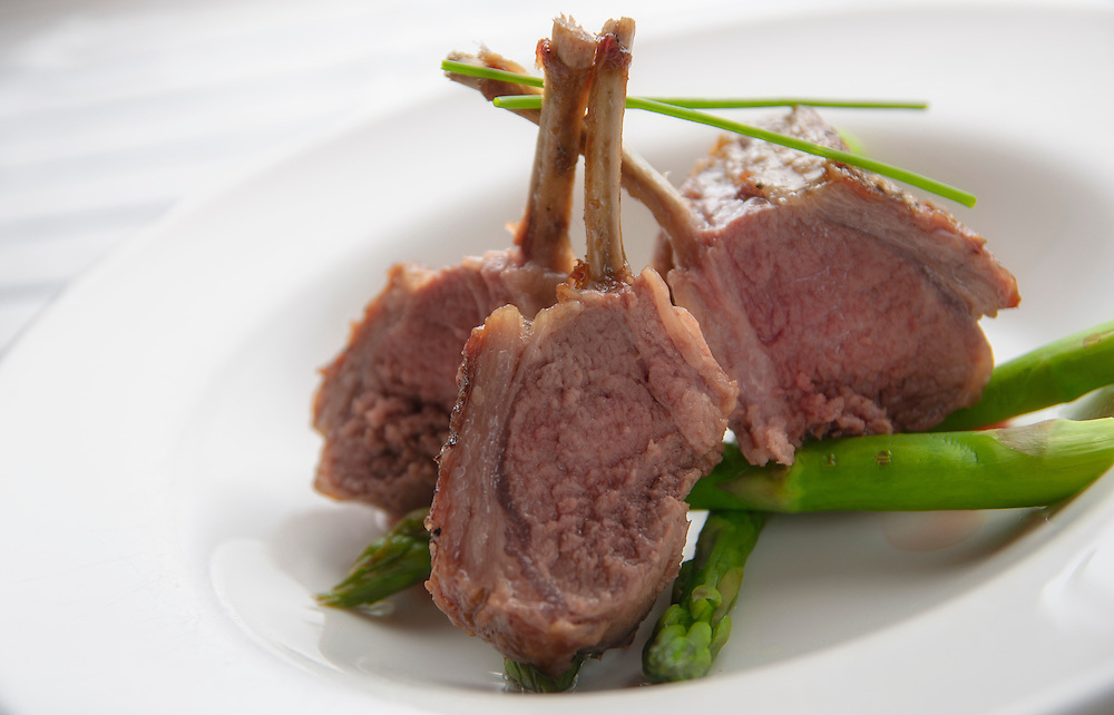 Rack of lamb with asparagus.