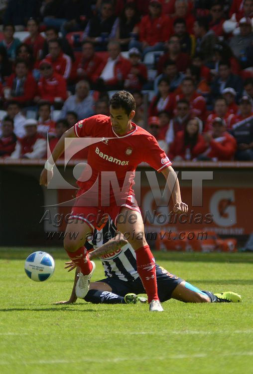 Toluca, México.- Pablo Velazquez durante el encuentro disputado entre los Diablos Rojos del Toluca y Rayados de Monterrey, con marcador de 2-0 a favor del equipo escarlata, correspondiente a la jornada 4 del Torneo de Clausura 2014. Agencia MVT / Crisanta Espinosa