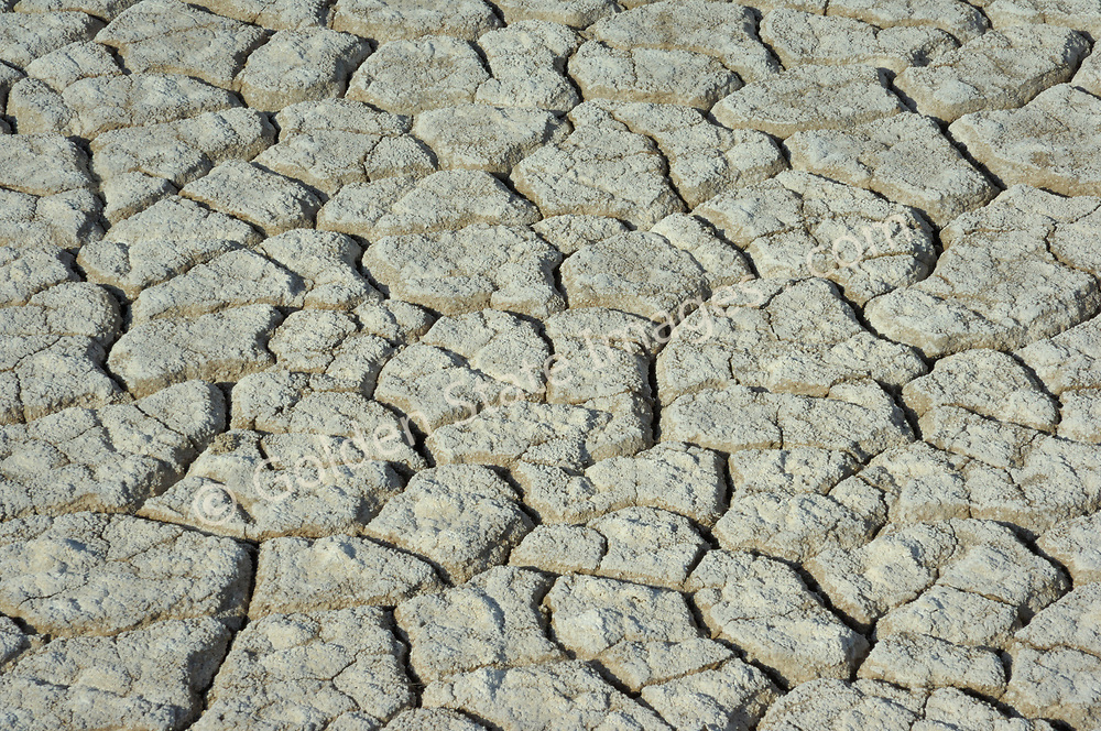 The Salton Sea is an enclosed basin. Evaporation is the only means for water to escape once it has flowed into this inland sea. <br /> <br /> This leaves behind salt and mineral deposits and is the cause of the ever increasing salinity and pollution that plagues the Salton Sea.
