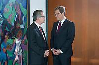 06 FEB 2013, BERLIN/GERMANY:<br /> Thomas de Maiziere (L), CDU, Bundesverteidigungsminister, und Guido Westerwelle (R), FDP, Bundesaussenminister, im Gespraech, vor Beginn der Kabinettsitzung, Bundeskanzleramt<br /> IMAGE: 20130206-01-007<br /> KEYWORDS: Sitzung, Kabinett, Unterlagen, Thomas de Maizière, Gespräch