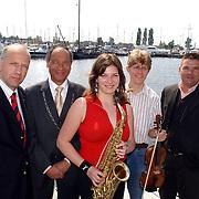 NLD/Huizen/20050609 - Persconferentie South Sea Jazz 2005, vlnr, Paul Wiegerinck, burgemeester Jos Verdier, Susanne Alt, Tim Kliphuis, Johan Reijnen