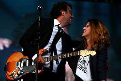 Duca e sua filha Bela Leindecker tocam juntos no show do Cidadão Quem no palco principal do Planeta Atlântida 2014/RS, que acontece nos dias 07 e 08 de fevereiro de 2014, na SABA, em Atlântida. FOTO: Emmanuel Denaui/ Agência Preview
