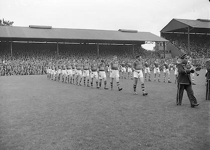 Neg No: 285/4014-4020...23081953AISFCSF.23.08.1953..All Ireland Senior Football Championship - Semi-Final...Kerry.3-6.Louth.0-10.Kerry. ...J. Foley, J. Murphy (Captain), E. Roche, D. Murphy, C. Kennelly, J. Cronin, J. M. Palmer, Seá.Sub: G. O'Sullivan for Hannifin.J. Murphy (Captain). ........Hurling
