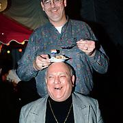 Nieuwjaarsreceptie Strengholt 1997, langste man van Nederland Rob Bruintjes en clown Bassie van Toor