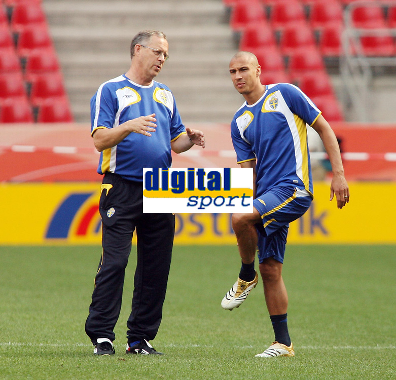 Photo: Chris Ratcliffe.<br />Sweden Training Session. FIFA World Cup 2006. 19/06/2006.<br />Lars Lagerback the Sweden coach chats with Henrik Larsson.