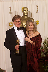 March 24, 2002 - U.S. - KRT ENTERTAINMENT STORY SLUGGED: OSCARS KRT PHOTOGRAPH BY KEVIN SULLIVAN/ORANGE COUNTY REGISTER (March 24) HOLLYWOOD, CA -- Robert Redford and Barbra Streisand backstage at the 74th Annual Academy Awards at the new Kodak Theater in Hollywood, California, Sunday, March 24, 2002. (OC) NC KD BL 2002 (Vert.) (kn) (Credit Image: © Orange County Register/TNS/ZUMAPRESS.com)
