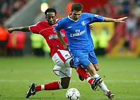 Photograph: Scott Heavey.<br /> Charlton Athletic v Chelsea. FA Barclaycard Premiership. 26/12/2003.<br /> Jason Euell chases back to tackle Adrian Mutu