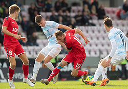 Anders Holvad (FC Fredericia) presses af Frederik Juul Christensen (FC Helsingør) under kampen i 1. Division mellem FC Fredericia og FC Helsingør den 4. oktober 2020 på Monjasa Park i Fredericia (Foto: Claus Birch).