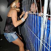 NLD/Amsterdam/20050806 - Gaypride 2005, optreden Vanessa, Conny klimt in een hek voor haar fans