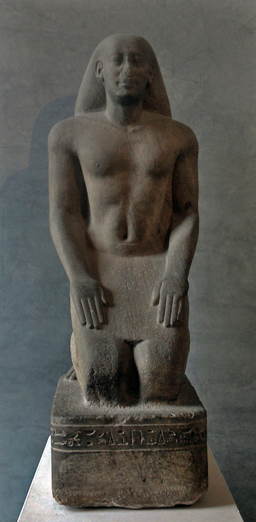 Nakhthorheb in prayer. Circa 595-589 BC.Statue of a noble in prayer to the god Thot at Dendera, Egypt priere