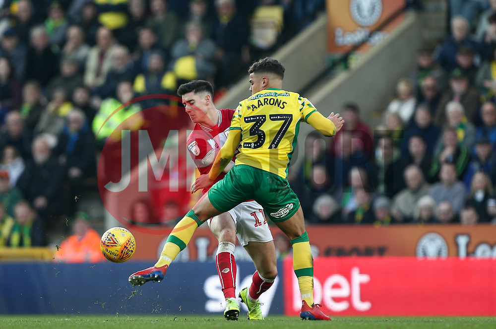 Callum O'Dowda of Bristol City tussles for the ball with Max Aarons of Norwich City - Mandatory by-line: Arron Gent/JMP - 23/02/2019 - FOOTBALL - Carrow Road - Norwich, England - Norwich City v Bristol City - Sky Bet Championship