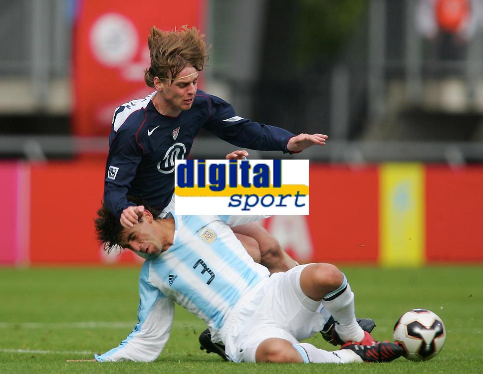 v.l. Eddie GAVEN , Lautaro FORMICA Argentinien<br /> U-20 WM USA - Argentinien 1:0<br /> 11.06.05<br /> Norway only
