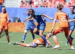 2019?6?30?.    ?????????——?????????????.    6?29?????????????????????????????????.    ?????????????2019??????????????????????2?0????????????.    ?????????..(SP)FRANCE-VALENCIENNES-SOCCER-FIFA WOMEN'S WORLD CUP-QUARTERFINAL-ITA VS NED.Aurora Galli (up C) of Italyvies with Merel Van Dongen (down) of the Netherlands during a quarterfinal match between Italy and the Netherlands at the 2019 FIFA Women's World Cup in Valenciennes, France, June 29, 2019. The Netherlands won 2-0 and advanced into the semifinals. (Credit Image: © Shan Yuqi/Xinhua via ZUMA Wire)