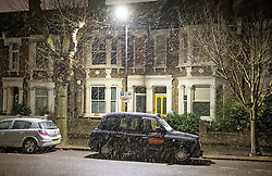 © Licensed to London News Pictures. 16/01/2021. London, UK. Snow falls on the capital at Kensal Green, north West London for the first time in 2021. Large parts of the UK are expected to be blanketed in snow. Photo credit: Ben Cawthra/LNP