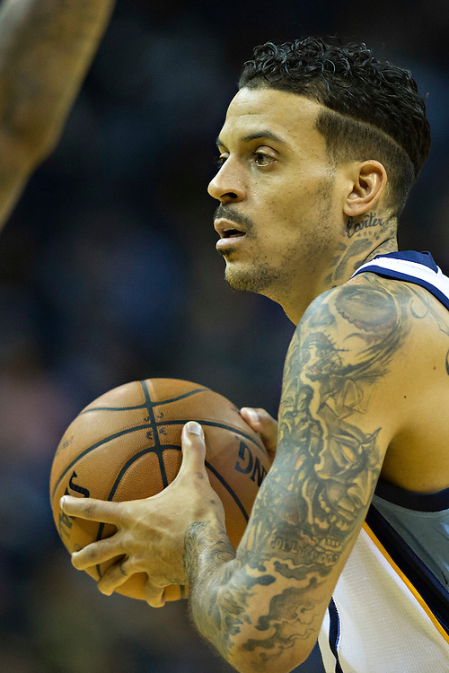 MEMPHIS, TN - JANUARY 10:  Matt Barnes #22 of the Memphis Grizzlies looks to make a pass during a game against the Boston Celtics at the FedExForum on January 10, 2016 in Memphis, Tennessee.  The Grizzlies defeated the Celtics 101-98.  NOTE TO USER: User expressly acknowledges and agrees that, by downloading and or using this photograph, User is consenting to the terms and conditions of the Getty Images License Agreement.  (Photo by Wesley Hitt/Getty Images) *** Local Caption *** Matt Barnes