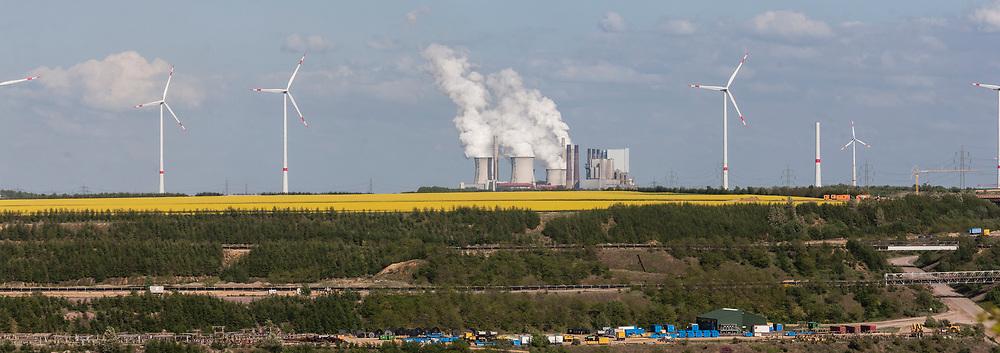 Grevenbroich, DEU, 07.05.2015<br /> <br /> Das Braunkohlekraftwerk Neurath, ein von der RWE Power AG mit Braunkohle betriebenes Grundlastkraftwerk in Grevenbroich (Rhein-Kreis Neuss) im Rheinischen Braunkohlerevier, ist das zweitleistungsstaerkste Kraftwerk Europas.<br /> <br /> The lignite power plant Neurath, a lignite-fired base load power plant operated by RWE Power AG in Grevenbroich, Germany (Rhein-Kreis Neuss) in the Rhenish lignite mining district, is Europe's second-largest power plant.<br /> <br /> Foto: Bernd Lauter/berndlauter.com