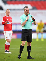 Football - 2020 / 2021 Sky Bet League One - Charlton Athletic vs Lincoln City - The Valley<br /> <br /> 4th official Karl Brook replaces Referee Kevin Johnson .<br /> <br /> COLORSPORT/ASHLEY WESTERN