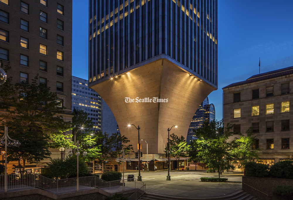 Seattle's Rainier Tower at night. (Steve Ringman / The Seattle Times, 2017)