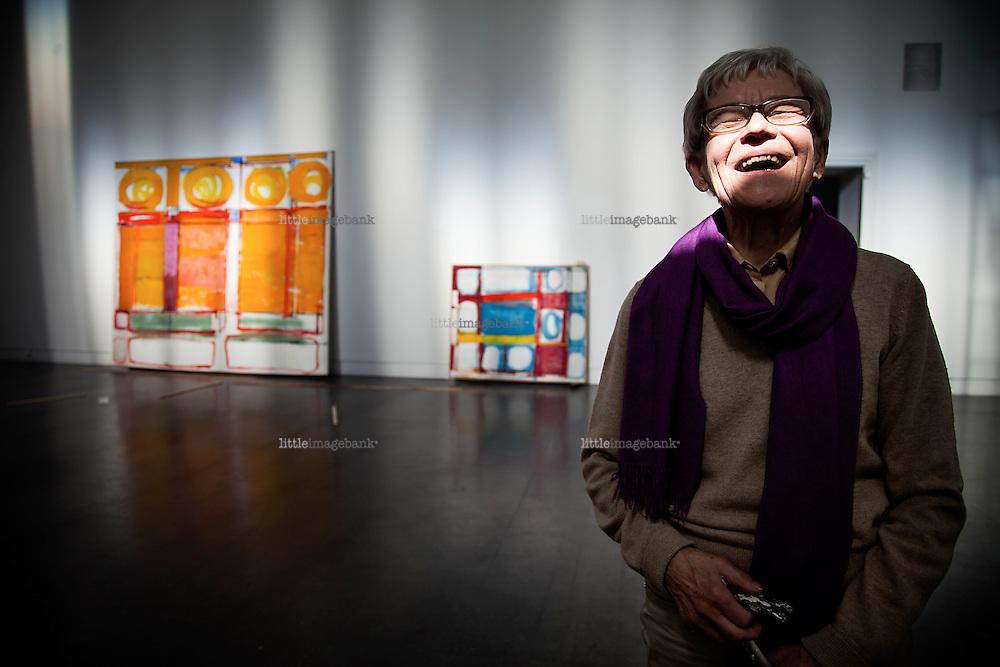 Oslo, Norge, 19.06.2012. Kunstneren Irma Salo Jæger rigger utstilling med sin kurator på Kunstnernes Hus i Oslo. Foto. Christopher Olssøn.