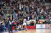 DESCRIZIONE : Bologna LNP A2 2015-16 Eternedile Bologna De Longhi Treviso<br /> GIOCATORE : Marco Carraretto<br /> CATEGORIA : Esultanza Composizione Controcampo<br /> SQUADRA : Eternedile Bologna<br /> EVENTO : Campionato LNP A2 2015-2016<br /> GARA : Eternedile Bologna De Longhi Treviso<br /> DATA : 15/11/2015<br /> SPORT : Pallacanestro <br /> AUTORE : Agenzia Ciamillo-Castoria/A.Giberti<br /> Galleria : LNP A2 2015-2016<br /> Fotonotizia : Bologna LNP A2 2015-16 Eternedile Bologna De Longhi Treviso