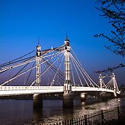 Albert Bridge, il ponte che collega Chelsea a Battersea a sud ovest di Londra, è uno tra i più bei ponti della capitale inglese<br /> <br /> Albert Bridge, the bridge that links Chelsea to Battersea in the South-West, is one of the most beautiful bridges of London