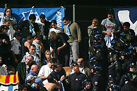 Fotball<br /> Frankrike<br /> Foto: Dppi/Digitalsport<br /> NORWAY ONLY<br /> <br /> FOOTBALL - FRENCH CHAMPIONSHIP 2006/2007 - LEAGUE 1 - OGC NICE v OLYMPIQUE MARSEILLE - 29/10/2006 - POLICE 'S DOG LOOKING FOR THE EXPLOSIVE BOMB INSIDE THE OM FANS TRIBUN