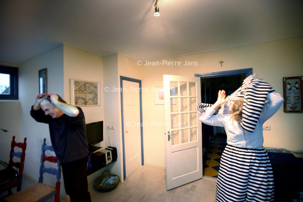 Nederland, Makkum , 15 januari 2011..De Baaies is uitgekozen voor publicatie in Ditjes & Datjes, een klantentijdschrift van de Samenwerkende Dirk van den Broek Bedrijven, dat uitkomt op 28 januari 2011. Dit gratis magazine heeft een totale oplage van 650.000 stuks..Op de foto de eigenaars van de Baaies in ludieke outfit. Johan en zijn vrouw Nanny..De baaies is een voormalige politiebureau met heuse cellen die men als weekendverblijf of per week kan huren en waar men kan overnachten. .Foto:Jean-Pierre Jans