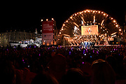 Musical Sing-a-Long rondom het Oosterdok. De Musical Sing-a-Long i s de afsluiting vande Uitmarkt 2017. Het festival in Amsterdam beleeft dit jaar zijn veertigste editie.<br /> <br /> Op de foto:  De cast van De soldaat van Oranje