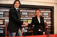 Luca Toni e Rosella Sensi<br /> Roma 2/1/2010 <br /> Conferenza stampa di presentazione nuovo acquisto AS Roma <br /> Press Conference <br /> Foto Andrea Staccioli Insidefoto
